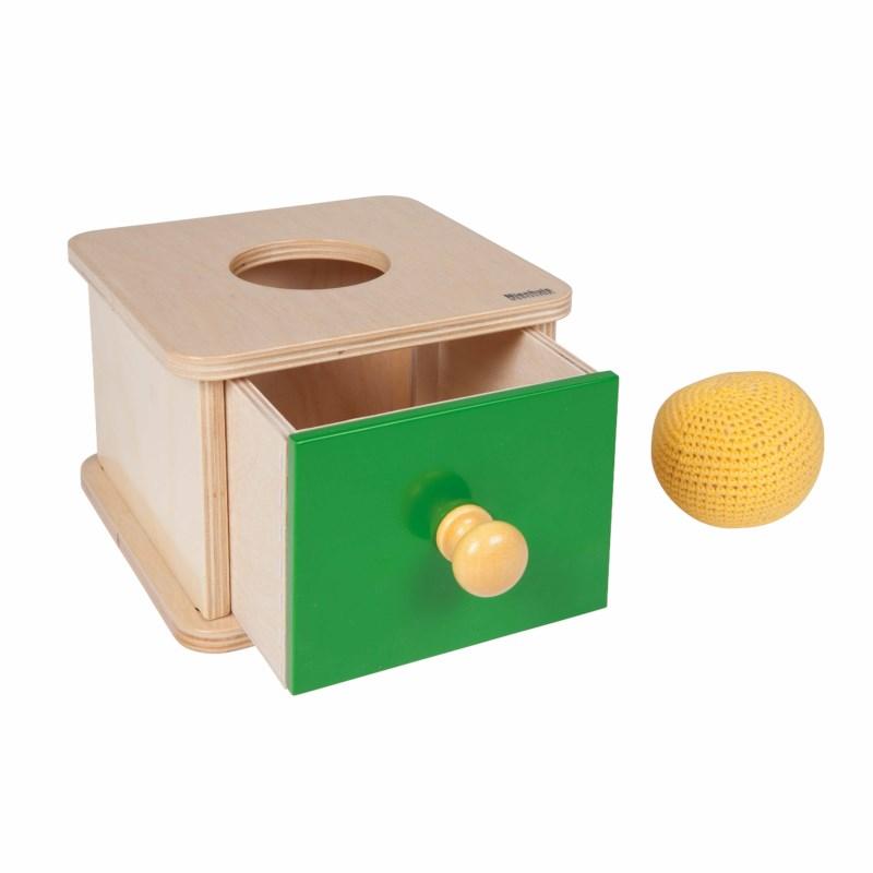 Imbucare-Kasten mit gestricktem Ball