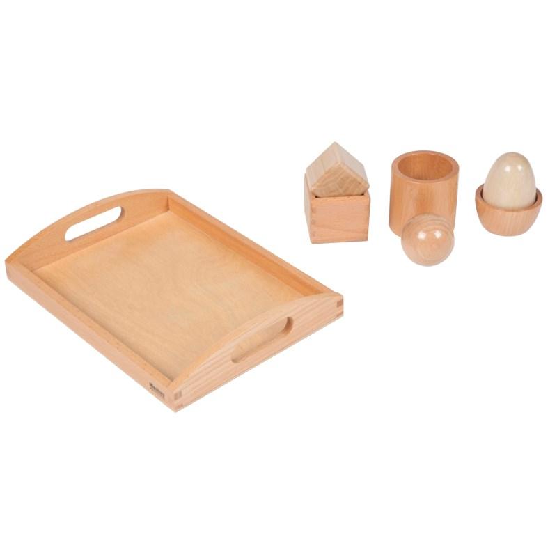 Kugel, Ei und Kubus auf einem Holztablett