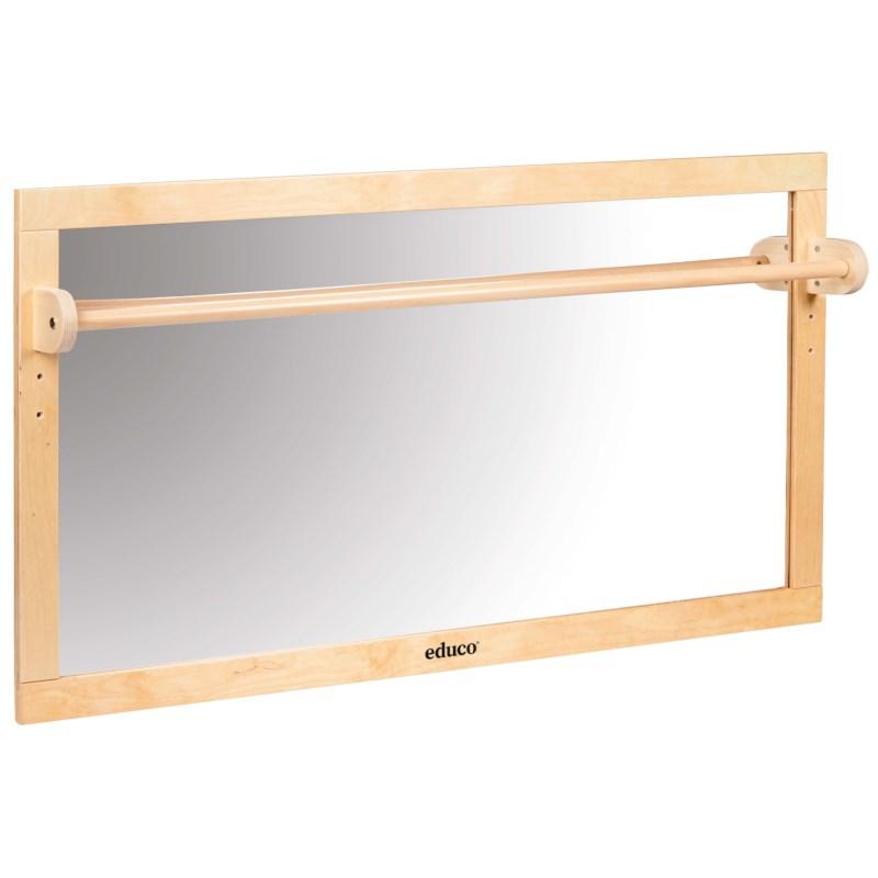 Spiegel mit Holzstange