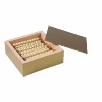 Kasten mit 45 goldenen Zehnerstangen: Lose Perlen, Glas