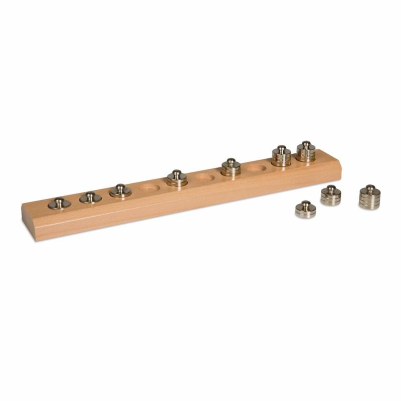Holzblock mit kleinen Gewichten